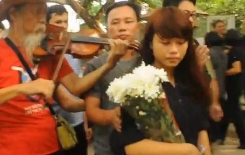Clip gioi tre den vieng Dai tuong Vo Nguyen Giap hinh anh