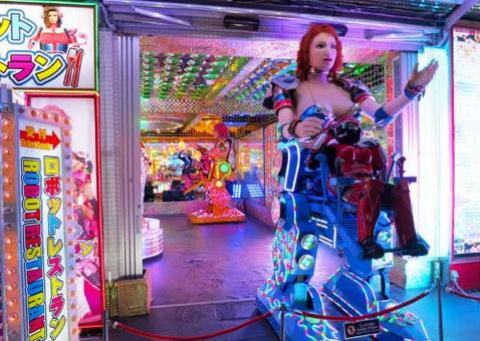 Ghe tham nha hang 'robot' sexy o pho den do Tokyo hinh anh
