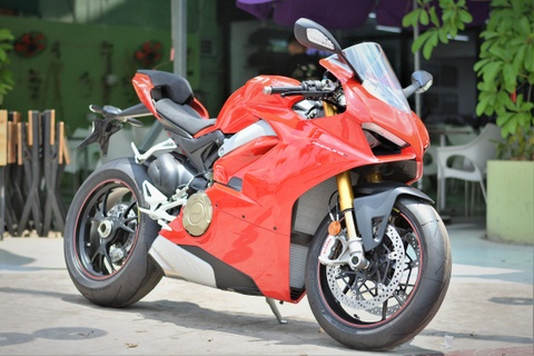 Chi tiet Ducati V4S cua dan choi mien Tay gia gan 1 ty hinh anh 1