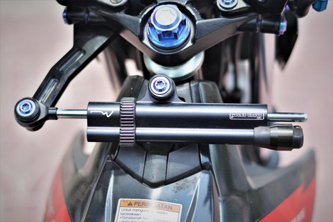 Suzuki Raider do do choi hang hieu ton 100 trieu cua biker mien Tay hinh anh 3
