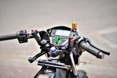 Suzuki Raider do do choi hang hieu ton 100 trieu cua biker mien Tay hinh anh 5