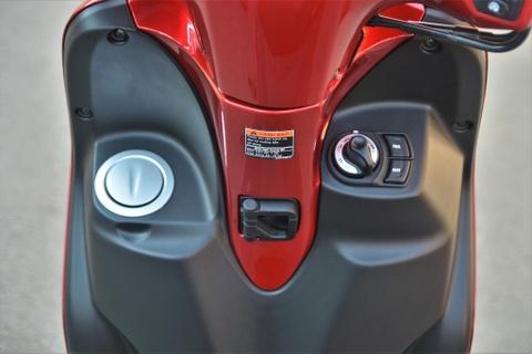 Danh gia nhanh Yamaha Latte - gia 38 trieu, co gi dau Honda Lead? hinh anh 10