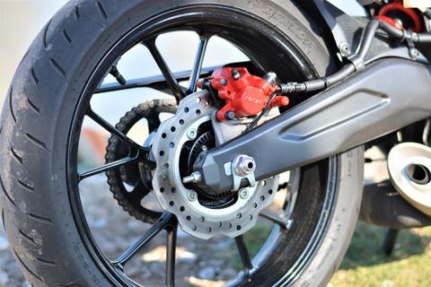 Danh gia kha nang van hanh trong pho cua Honda CB150R Exmotion hinh anh 12