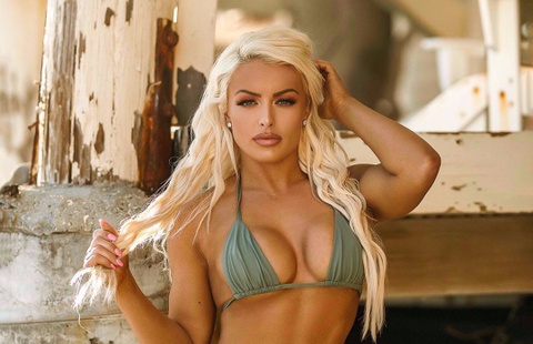 Mandy Rose - my nu WWE doi doi nho tap the hinh hinh anh