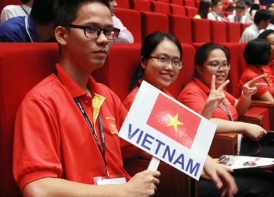 HS Viet Nam mac ao co do sao vang khai mac Olympic Hoa hoc hinh anh