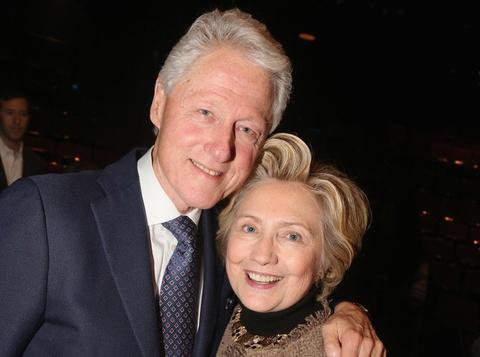 Vo chong Clinton hen ho tinh cam o nha hat hinh anh