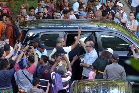Obama va chuyen ve 'que' voi hang tram binh si bao ve hinh anh 4