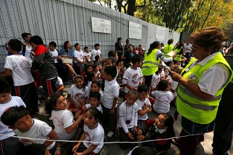 Dong dat kinh hoang o Mexico: 'Nhu the Chua noi gian voi chung toi' hinh anh 9