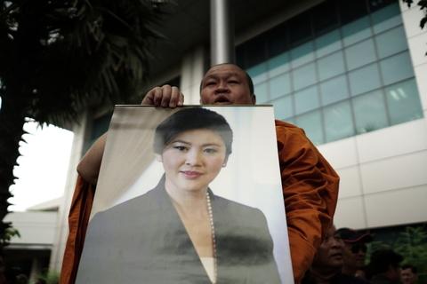 Hoa hong va nuoc mat: Yingluck toi phien toa ba co the bi ket an tu hinh anh 8