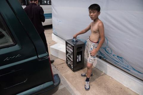 Giua cang thang, nguoi Trieu Tien vui choi het minh tren bai bien hinh anh 4
