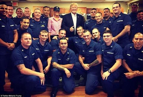Ong Trump thach dau vat tay voi linh My dip le Ta on hinh anh 7