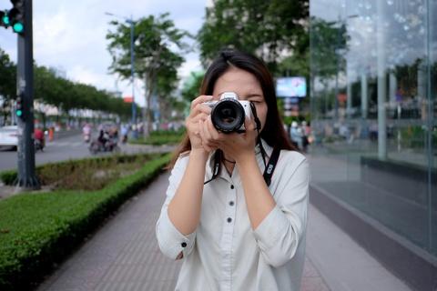 #Conenmua: Canon EOS M50 - don truc dien vao Fujifilm, Sony hinh anh 2