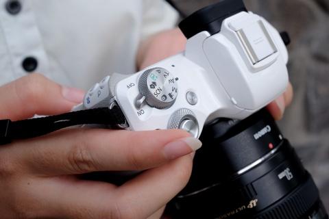 #Conenmua: Canon EOS M50 - don truc dien vao Fujifilm, Sony hinh anh 5
