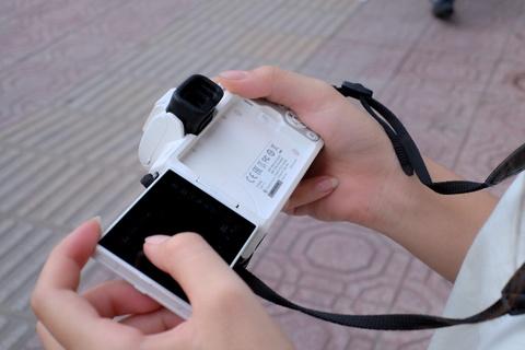 #Conenmua: Canon EOS M50 - don truc dien vao Fujifilm, Sony hinh anh 6