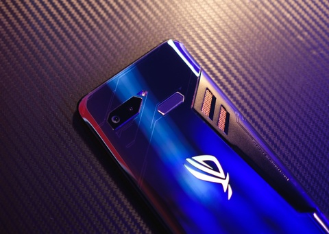 Danh gia ROG Phone - smartphone chuyen game co dang mua? hinh anh