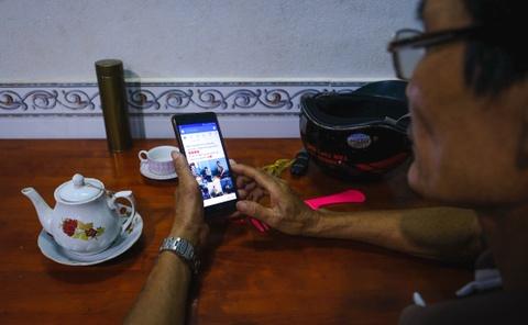 Bo me toi 'an Tet' cung smartphone nhu the nao? hinh anh 1