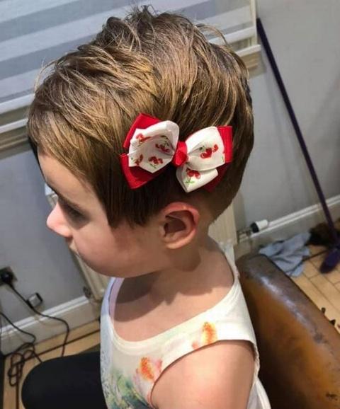 Bé gái 5 tuổi được cho đã tự xén tóc mình sau khi xem thử thách Momo.