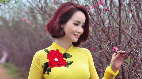 Mai Thu Huyen goi y cach dien ao dai ngay xuan hinh anh