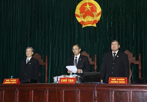 Phong van nong chu toa phien xu em trai Duong Chi Dung hinh anh