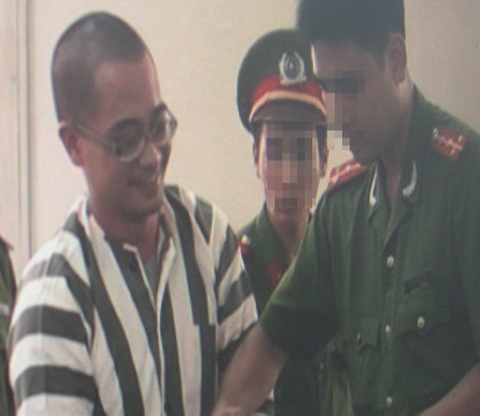 Nguyen Duc Nghia truoc gio tiem thuoc doc hinh anh