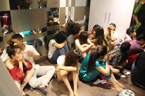 Gan 100 hot girl, hot boy 'thac loan' trong dong lac Sai Gon hinh anh