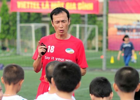 HLV Dang Phuong Nam: U16 Viet Nam khong duoc phep tren may hinh anh