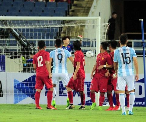 Cong Phuong, Tuan Anh duoc U20 Argentina 'khai sang' ve bong da hinh anh 2
