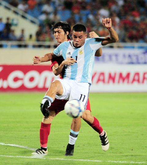 Cong Phuong, Tuan Anh duoc U20 Argentina 'khai sang' ve bong da hinh anh 3