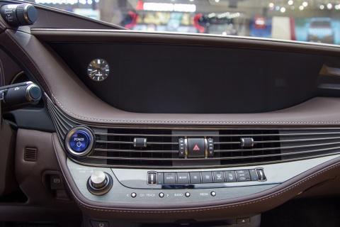 Lexus LS 500h 2018 lan dau xuat hien tai Viet Nam hinh anh 8