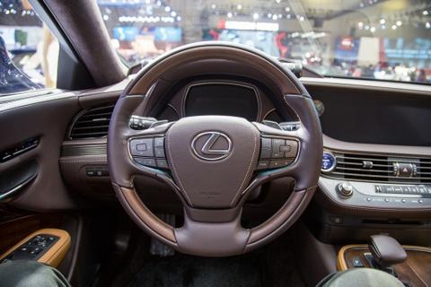 Lexus LS 500h 2018 lan dau xuat hien tai Viet Nam hinh anh 7