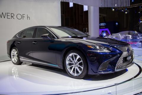 Lexus LS 500h 2018 lan dau xuat hien tai Viet Nam hinh anh