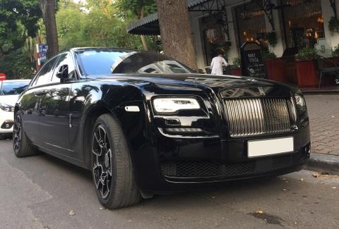 Rolls-Royce Ghost Black Badge bat ngo xuat hien tai Ha Noi hinh anh