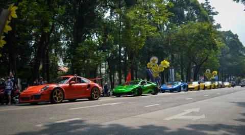 Cuong Do La cung doan sieu xe dieu hanh tren pho Sai Gon hinh anh 2