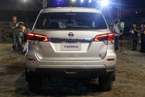 Nissan Terra 7 cho ra mat, gia tuong duong 650 trieu, ve VN dau 2019 hinh anh 4