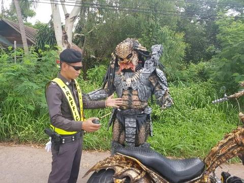 'Quai vat Predator' bi canh sat hoi tham tai Thai Lan hinh anh