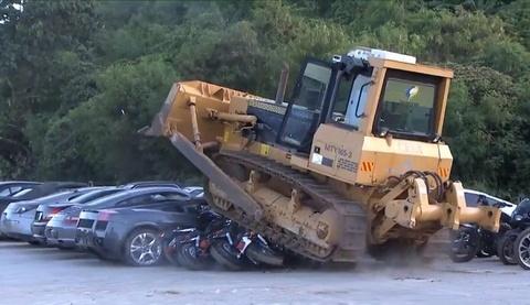 Philippines tiep tuc pha huy hon 70 sieu xe, xe sang buon lau hinh anh