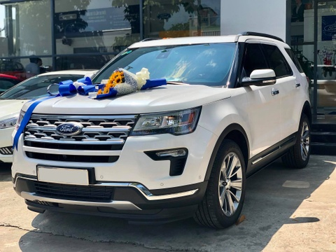 gia ford explorer hinh anh