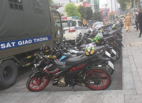 43 chiec Suzuki Raider bi tam giu tai Binh Duong hinh anh