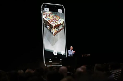 Apple 'nghi khac biet' nhung iOS 12 vay muon toan tap hinh anh 1