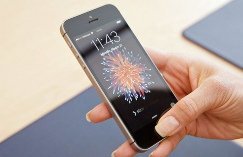 Nhung dieu khien iPhone SE con tuyet voi hon ca iPhone X hinh anh