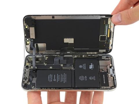 Nguoi dung VN chi con vai thang de thay pin iPhone gia re hinh anh