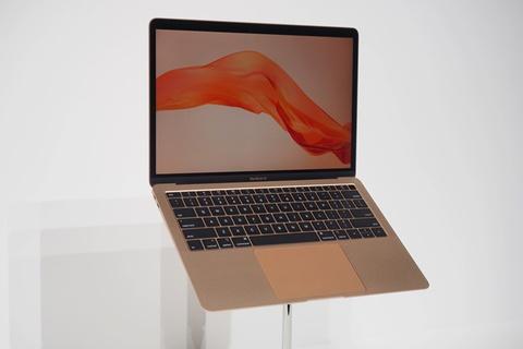 MacBook Air 2018 ra mat voi man hinh Retina, gia 1.200 USD hinh anh