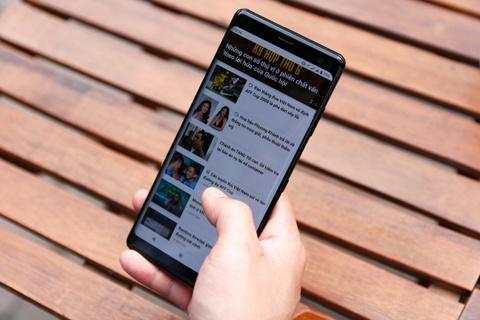 Chi tiet Sony Xperia XZ3 - gia 20 trieu, khong ban chinh hang o VN hinh anh 2
