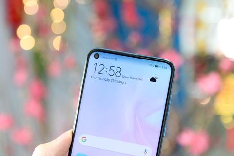 Trai nghiem smartphone man hinh 'not ruoi' Huawei Nova 4 hinh anh