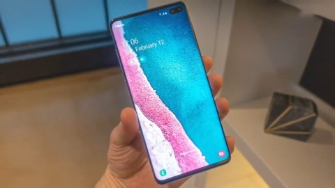 Samsung Galaxy S10 va S10 Plus lo dien truoc ngay ra mat hinh anh