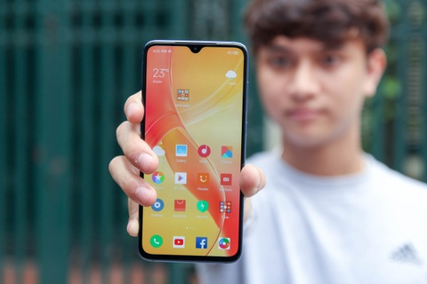 Xiaomi Mi 9 ve VN - Snapdragon 855, camera 48 MP, gia 12 trieu dong hinh anh 2