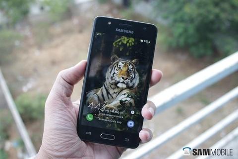 Bi Google quay lung, smartphone Huawei nhin dau cung thay 'cua tu' hinh anh 3