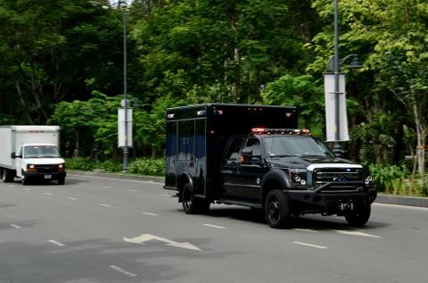 Cadillac One cua Tong thong Obama tren duong pho Sai Gon hinh anh 11