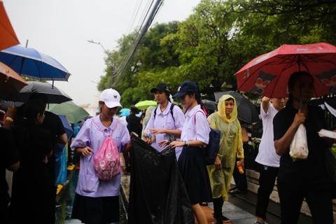 Nguoi Thai doi mua cho vieng Quoc vuong Bhumibol hinh anh 8