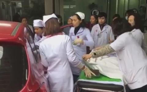 Sản phụ đẻ rơi con trên ôtô